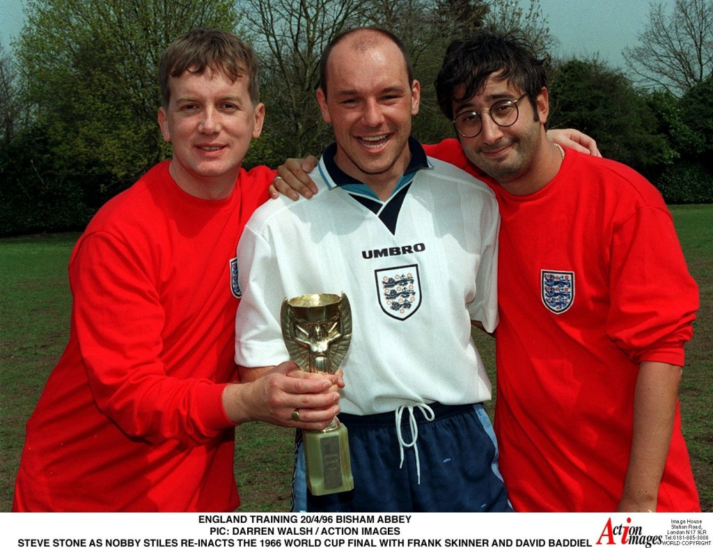 ENGLAND TRAINING 20/4/96 BISHAM ABBEY PIC: DARREN WALSH / ACTION IMAGES STEVE STONE AS NOBBY STILES RE-INACTS THE 1966 WORLD CUP FINAL WITH FRANK SKINNER AND DAVID BADDIEL